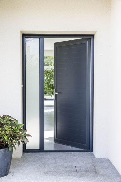 vente de maison des fen tres originales pour faire entrer la lumi re et valoriser un bien. Black Bedroom Furniture Sets. Home Design Ideas